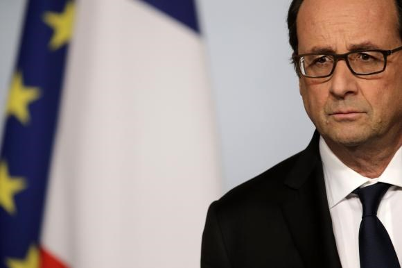 French President Francois Hollande attends a news conference at the Elysee Palace in Paris, December 3, 2014.