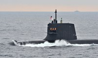 Australia mulls Japan submarines under China's apprehensive gaze