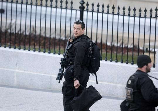U.S. Secret Service too insular, needs outside leader, more agents: review
