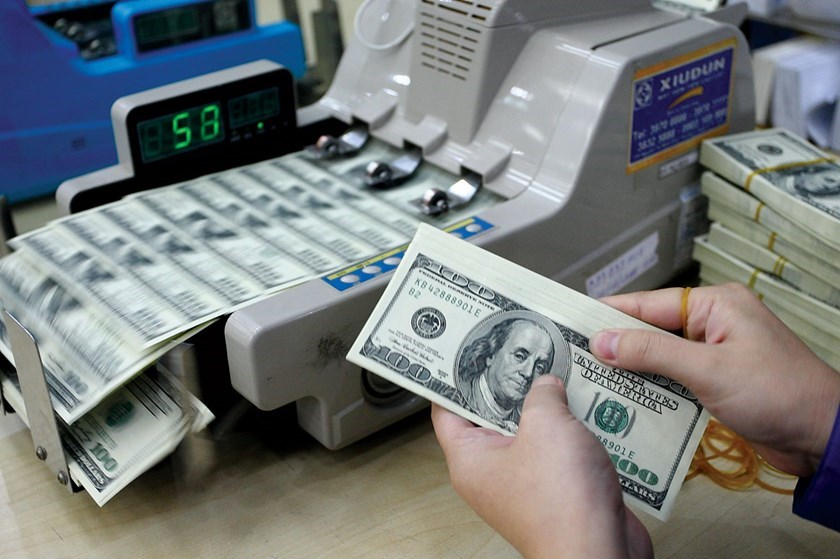 Vietnam to keep dollar/dong rate moves within 2 pct in 2015