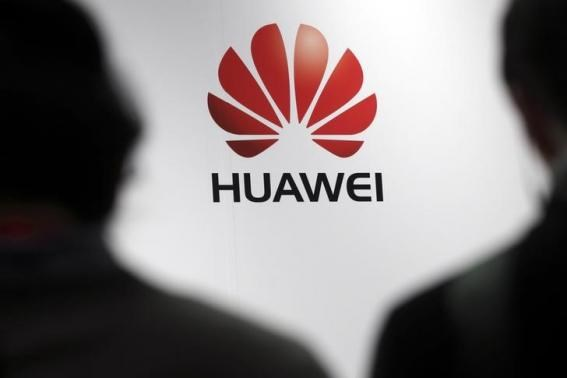 Journalists attend the presentation of the Huawei's new smartphone, the Ascend P7, launched by China's Huawei Technologies in Paris, May 7, 2014.