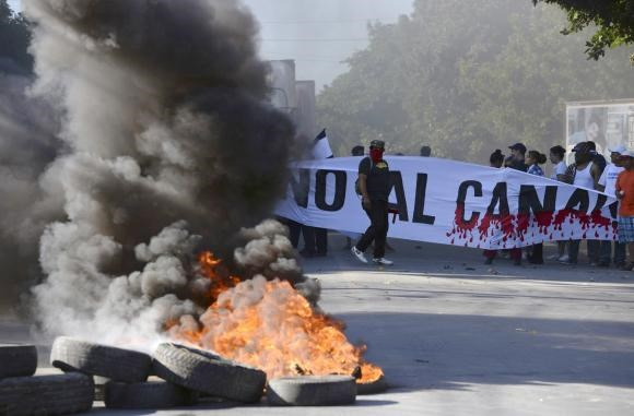 Demonstrators block the Panamerican highway to protest against the Grand Canal construction in Managua December 22, 2014, in this handout photo provided by La Prensa.
