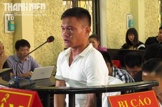Quang Hung, a former Vissai Ninh Binh player, cries during a trial in August