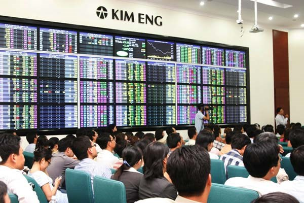 Vietnam index ends up 0.4 pct, uptrend expected