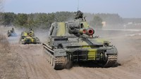Ukrainian tanks take part in a military exercise near Kharkiv March 14, 2014. Photo: Reuters
