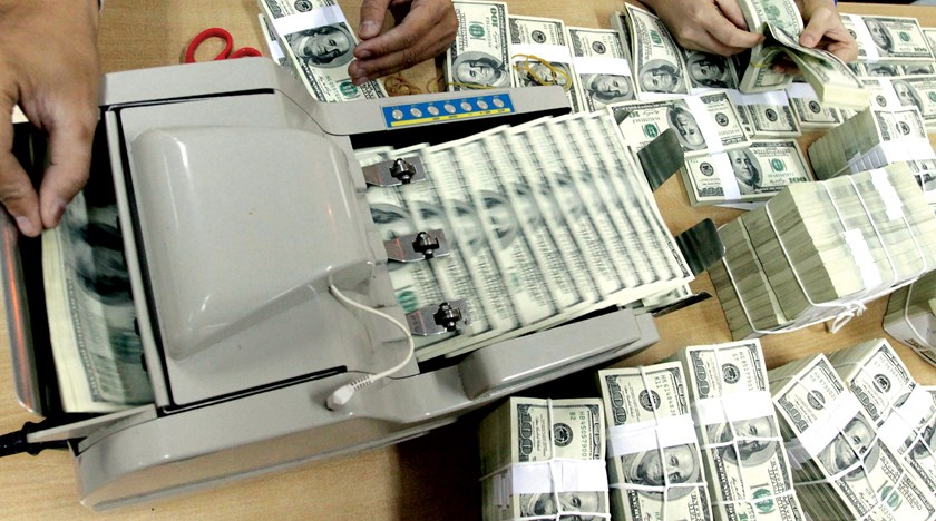 Vietnam to let dong depreciate 1 pct vs dollar