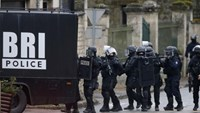 Armed French gendarmes swoop on villages in manhunt for newspaper attackers
