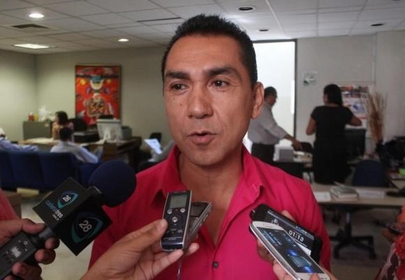 Fugitive former mayor Jose Luis Abarca speaks to the media in Chilpancingo in this October 29, 2013 file photo.