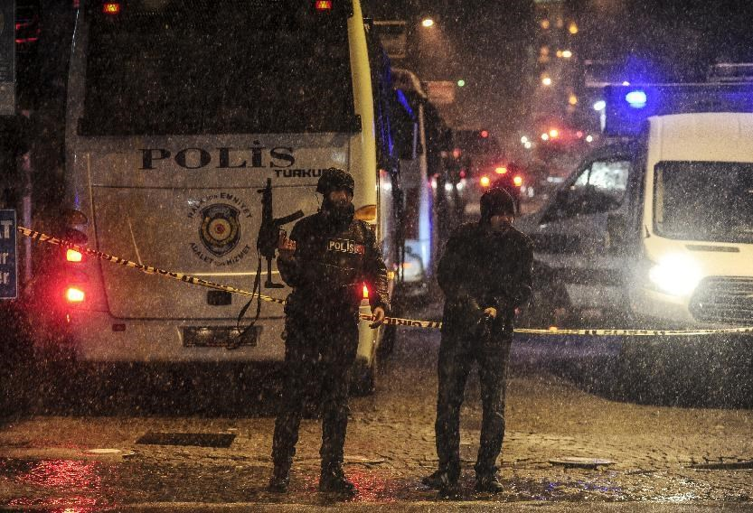 Police stand guard after a female suicide bomber died on January 6, 2015 when she blew herself up in Istanbul