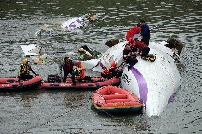 TransAsia plane hits taxi before plunging into river; 12 killed