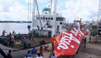 Workers load the tail of AirAsia flight QZ8501 onto a truck at Kumai sea port, in Central Kalimantan, on February 7, 2015