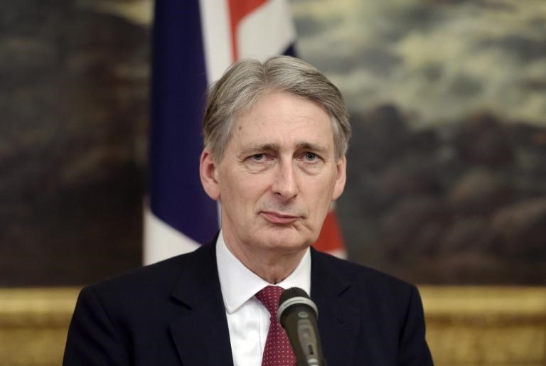 British Foreign Secretary Philip Hammond says his country reserves the right to arm Ukraine