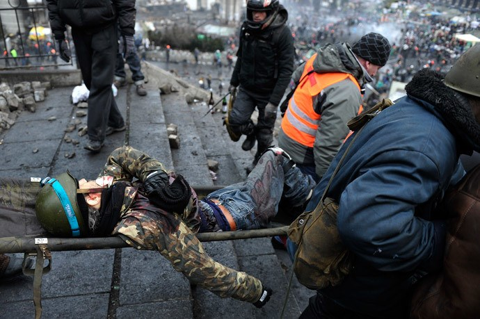 Protesters evacuate a wounded demonstrator from Independence square, dubbed Maidan, in Kiev on February 20, 2014. Photo: AFP