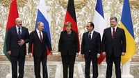 Belarus' President Alexander Lukashenko (L), Russia's President Vladimir Putin (2nd L), Ukraine's President Petro Poroshenko (R), Germany's Chancellor Angela Merkel (C) and France's President Francois Hollande pose for a family photo during peace talks in