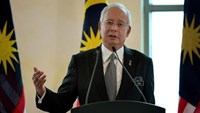 Malaysia's Prime Minister Najib Razak speaks during a press conference in Putrajaya, outside Kuala Lumpur, on February 6, 2015.