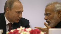 Russian President Vladimir Putin, left, speaks with Indian Prime Minister Narendra Modi at The World Diamond Conference at Vigyan Bhawan in New Delhi.