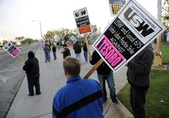 Members of the United Steel Workers union picket the Tesoro refinery in Carson, California February 2, 2015.