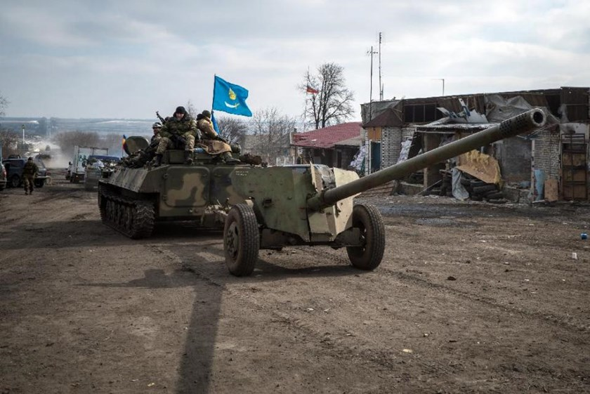 Pro-Russian rebels leave the eastern Ukrainian city of Debaltseve after an operation on February 20, 2015