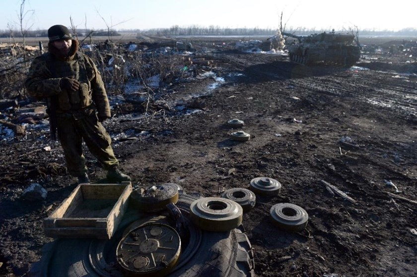 Pro-Russian rebel stand next to mines near the eastern Ukrainian city of Debaltseve in the Donetsk region, on February 20, 2015