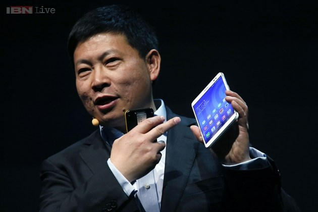 Huawei CEO Richard Yu shows the MediaPad X1, the world's slimmest 7-inch LTE Cat4-enabled all-in-one phablet.