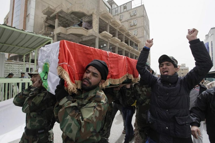 Mourners carry the coffin of a Shi'ite fighter who was killed in clashes with Islamic State militants in Tikrit, during his funeral in Najaf March 13, 2015.