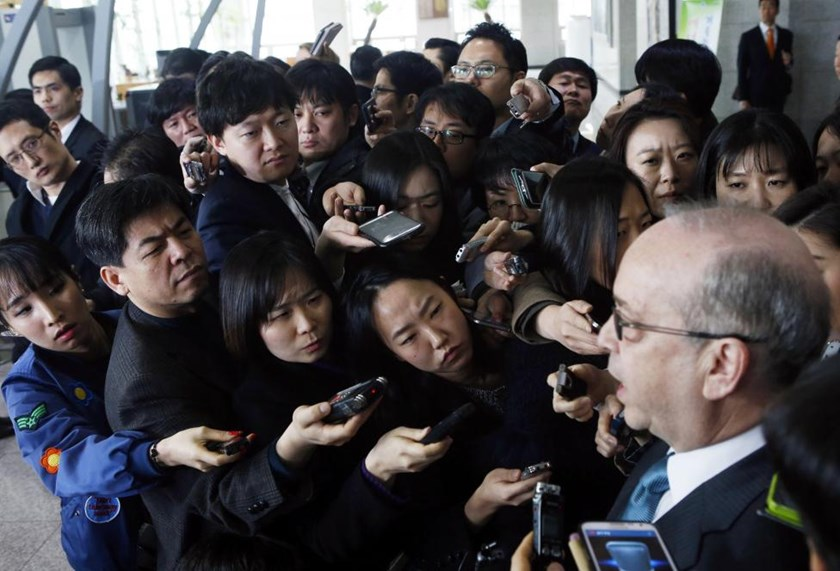 Reporters listen to U.S. Assistant Secretary of State for East Asian and Pacific Affairs Daniel Russel during a news conference after a meeting with South Korea's senior officials at the Foreign Ministry in Seoul March 17, 2015.