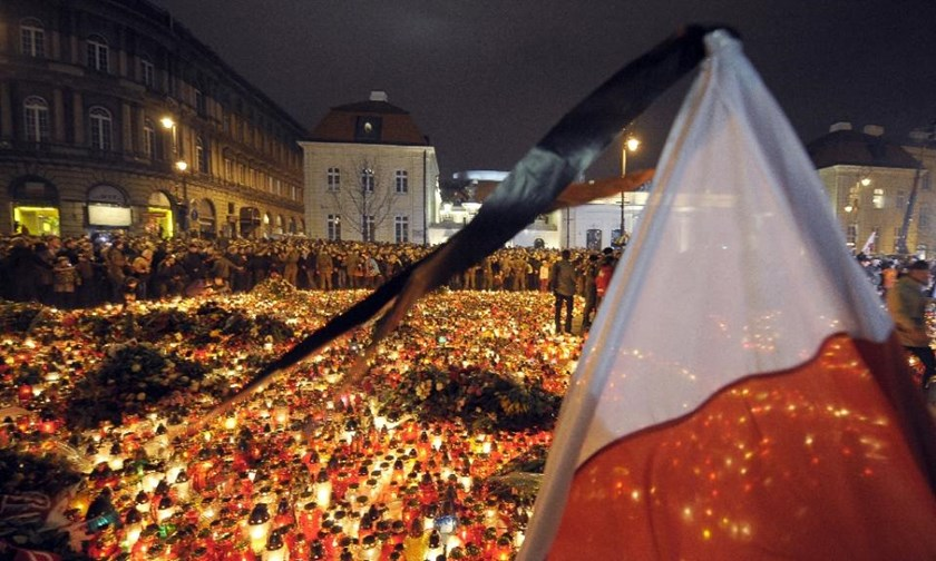 Crowds gather in front of the presidential palace in Warsaw on April 10, 2010 after an aircraft crash near Smolensk airport in western Russia that killed 96 people including then president Lech Kaczynski