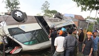 14 injures in head-on bus crash