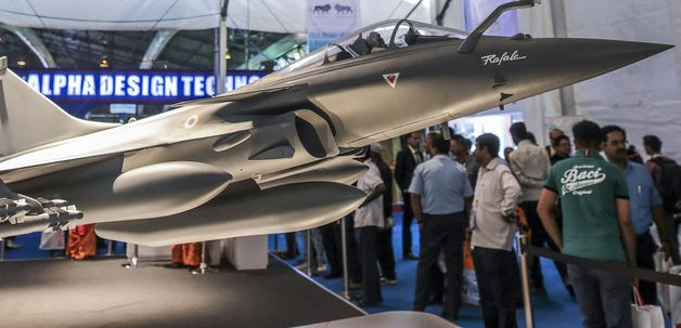 A model of a Rafale multirole fighter aircraft, manufactured by Dassault Aviation SA., stands on display during the Aero India 2015 air show at Air Force Station Yelahanka, in Bengaluru, India, on Thursday, Feb 19.