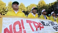 Farmers in Japan protest against the TPP.