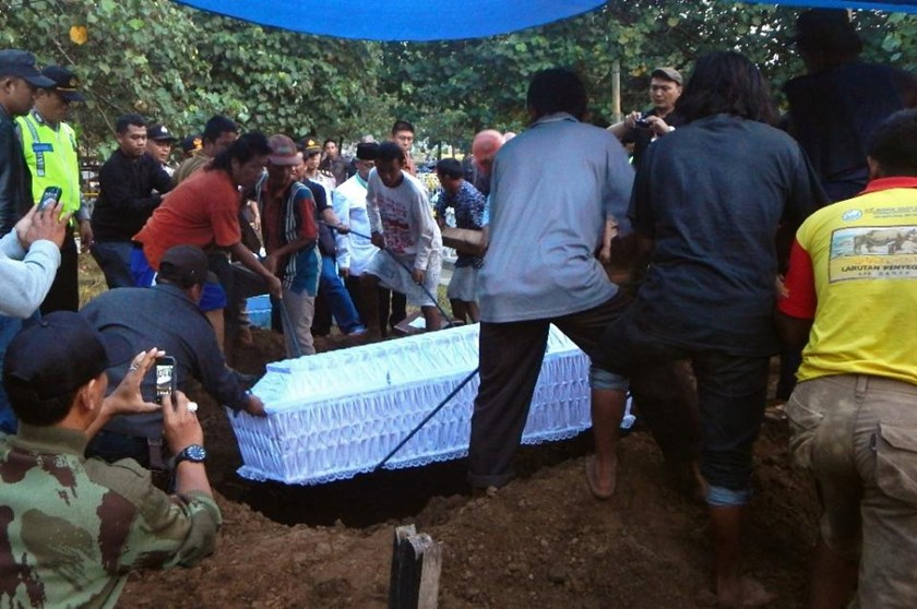 A coffin bearing the body of Indonesian drug convict Zainal Abidin is buried in Cilacap on April 29, 2015