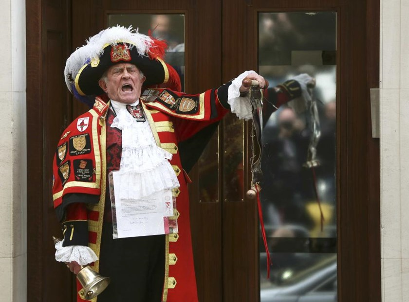 A ceremonial town crier announces the birth of a baby girl to royal fans and members of the media outside the entrance to the Lindo wing of St Mary's Hospital in London, Britain May 2 , 2015.
