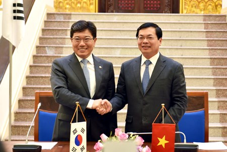 Vietnam, South Korea seal FTA, target doubling of trade