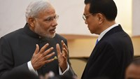 India's Prime Minister Narendra Modi (L) chats with Chinese Premier Li Keqiang after a joint press conference in the Great Hall of the People in Beijing on May 15, 2015