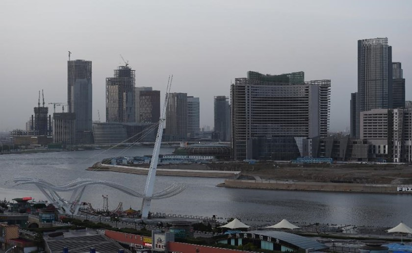 Buildings in the new Yujiapu financial district (L) and the adjacent Conch Bay development (R) in Tianjin, in northern China, May 14, 2015