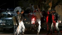 Afghan policemen arrive near the site of an attack in Kabul, Afghanistan early May 27, 2015.