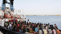 Migrants wait to disembark in the Sicilian harbour of Augusta, Italy, May 30, 2015.