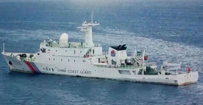 A Chinese Coast Guard ship is seen anchored at Luconia Shoals, about 150 kilometers north of Malaysian Borneo. Photo: johnib.wordpress.com