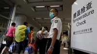 Arriving flight passengers go through a temperature check at Hong Kong Airport in Hong Kong, China June 5, 2015, as a cautionary measure against Middle East Respiratory Syndrome (MERS).