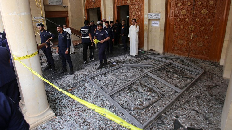Kuwaiti security forces gather outside the Shiite Al-Imam al-Sadeq mosque after it was targeted by a suicide bombing during Friday prayers on June 26, 2015, in Kuwait City. Photo: AFP
