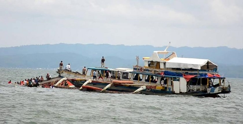 Passengers of the capsized MBCA Kim-Nirvana ferry (far L) are rescued by a tugboat of the Philippine coast guard near a port in Ormoc city, central Philippines July 2, 2015.