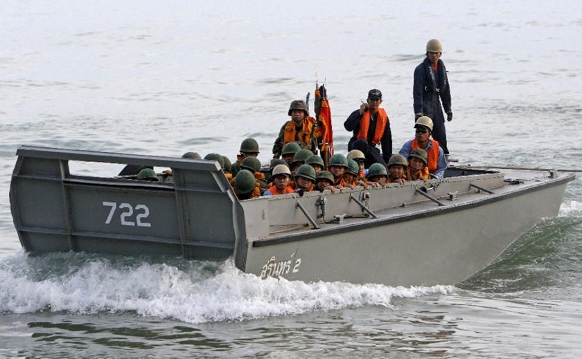 Thai navy troops disembark from a boat on a beach in Narathiwat on September 30, 2008