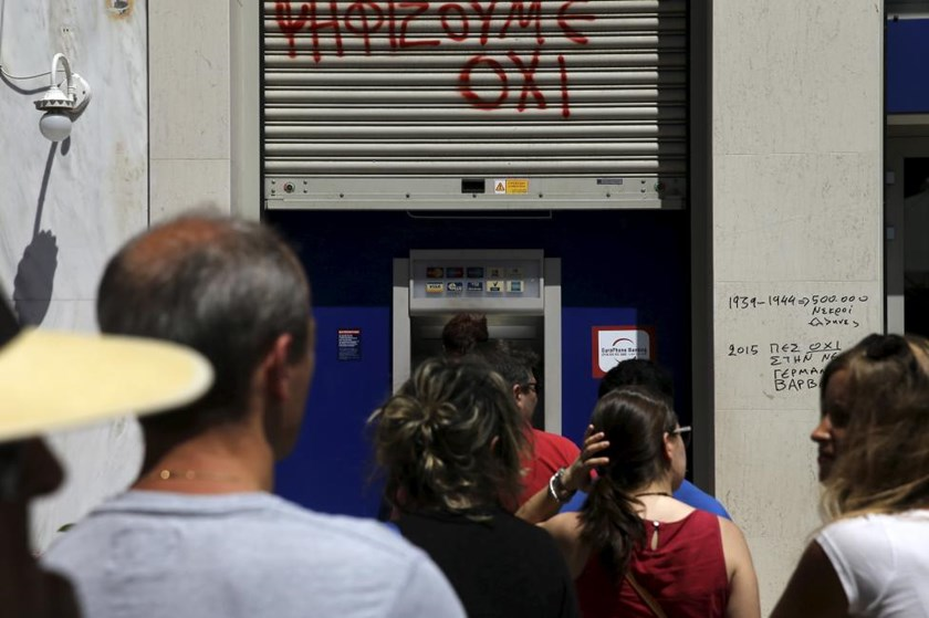 People line up at an ATM outside a Eurobank branch in Athens, Greece July 8, 2015.