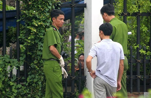 Investigators study the crime scene on July 9. Photo: Tieu Thien