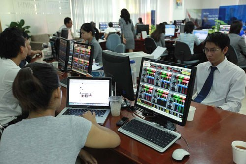 Vietnam regulator pledges measures to lure foreigners to stocks