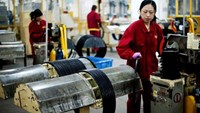 Chinese factory gauge weakens in threat to economic recovery