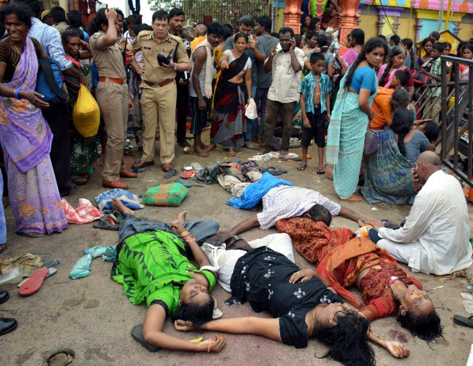 India Temple Stampede Kills 11 World Thanh Nien Daily