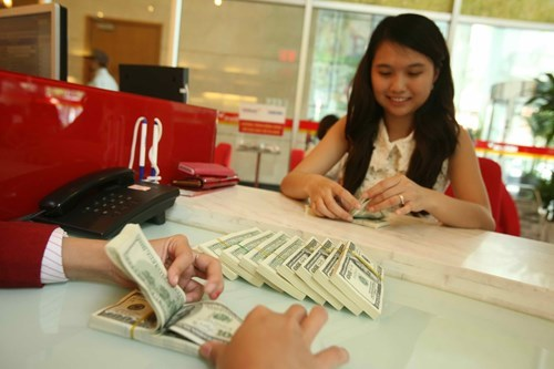 Vietnam doubles currency trading band to counter yuan fall