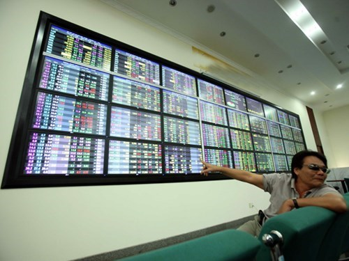 Vietnam index falls 2.7 pct in higher volume