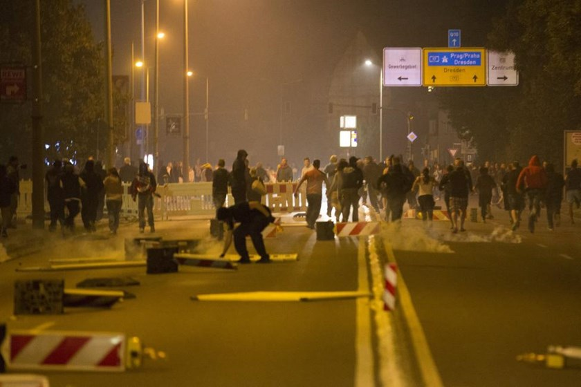 Right wing protesters who are against bringing asylum seekers to an accommodation facility run down a street in Heidenau, Germany August 22, 2015.